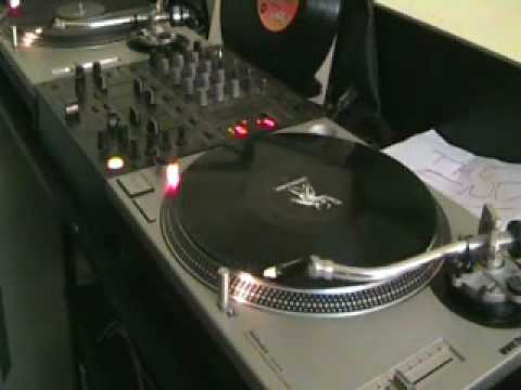 DJ Beat Matching tutorial on a vinyl Turntable