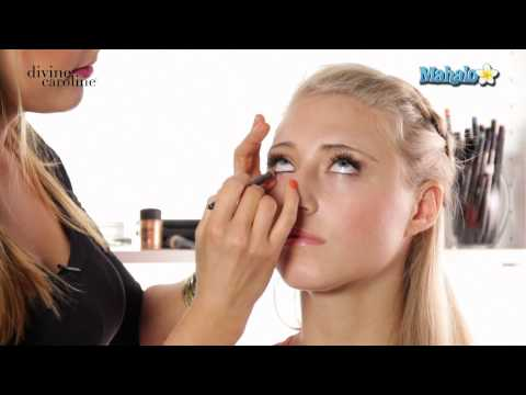 How to Choose the Right Eye Shadow for Blue Eyes