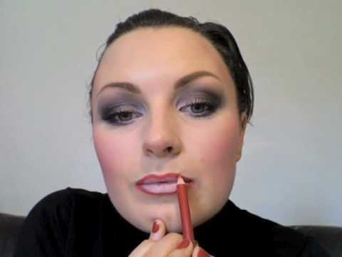 Robert Palmer girls 'Addicted to love' 1986 make-up tutorial