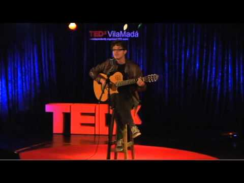 "TEDxVilaMadá - Ricardo Teté - musical performance at the event ""Health: a right for all"""