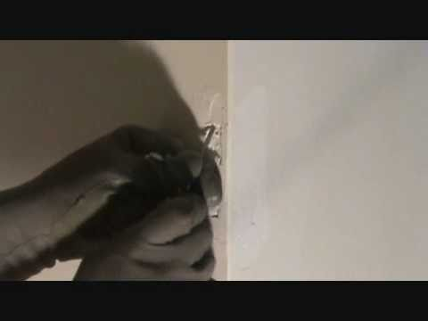 How to repair a drywall outside corner: prepping a patch