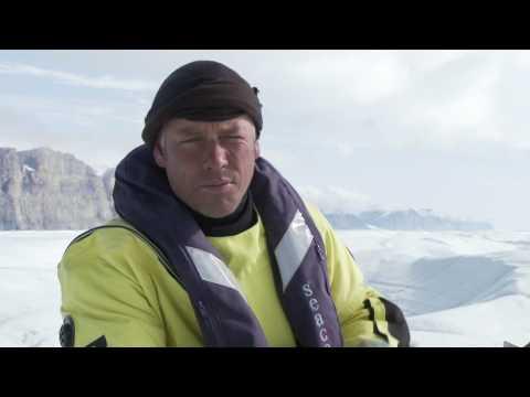 Greenpeace investigates Petermann glacier