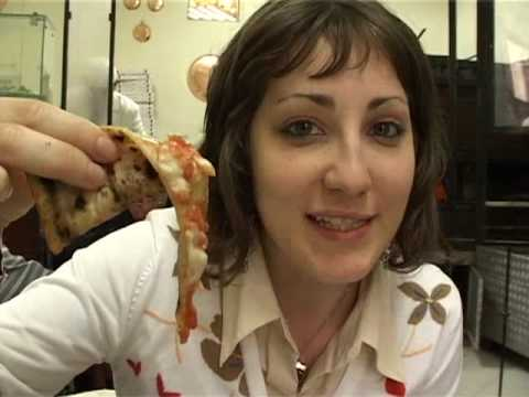 Cinzia goes to Napoli (Episode 2) - Cinzia goes to a Pizzeria