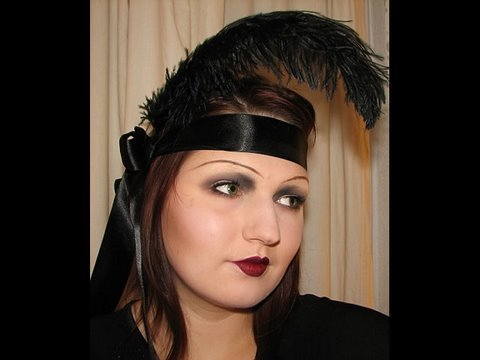1920s flapper makeup: Beauty through the Ages