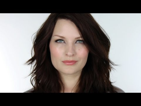 MAKE-UP FOR PALE / FAIR SKIN - CHRISTINA HENDRICKS
