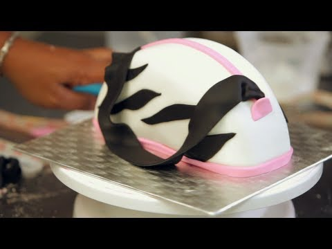 Kids' Birthday Cakes / How to Make a Purse Cake: Decorating 3/3