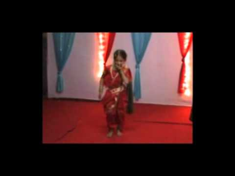 Talented Girl Dancing on Marathi Song