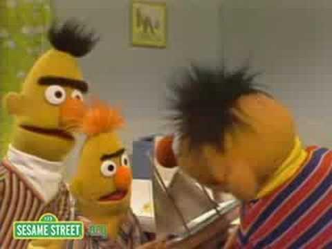 Sesame Street: Bert And Ernie Water Sports