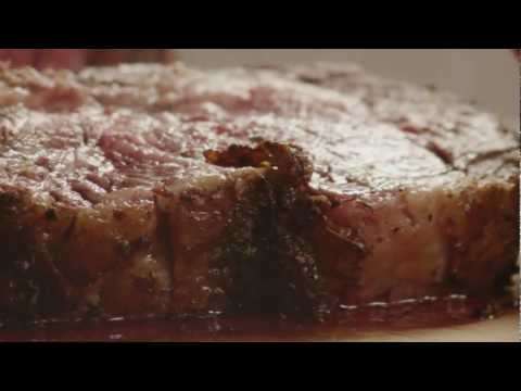 How to Make Garlic Prime Rib