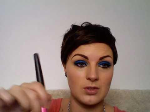 Rihanna bright blue eyeshadow inspired make-up tutorial.