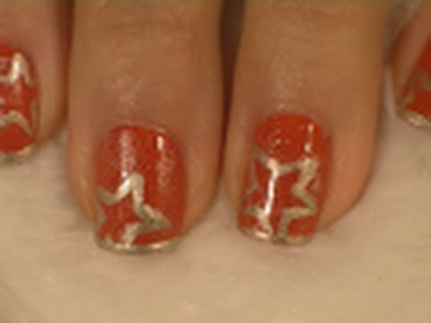Easy Red and Gold Christmas Nail Art Tutorial / Arte para las uñas de navidad en rojo y oro
