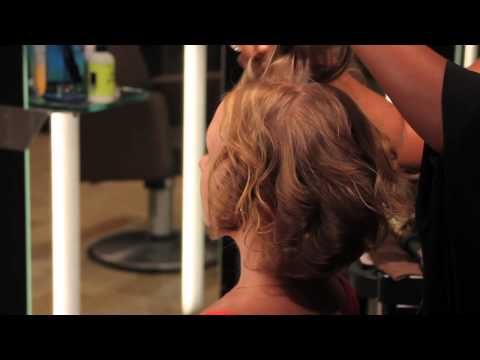 How to Create a Short Wavy Bob