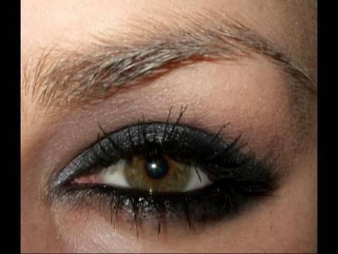 Avril Lavigne Alice in wonderland Underground makeup inspired tutorial