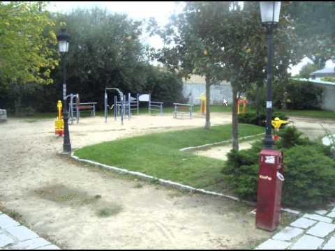 FCE Description of a Photo 2  - Playground - ESL British English Pronunciation
