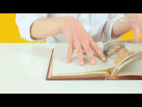 Quick Tips: How To Eliminate Musty Smells From Old Books