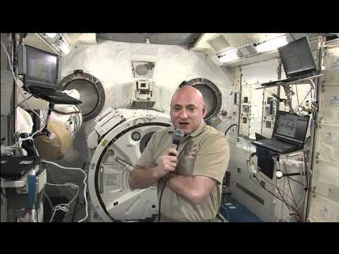 Kelly Describes Life in Space for News Radio