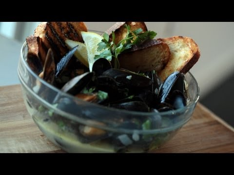 Seafood Recipe Garlic Steamed Mussels (Make It) How To || Kin Eats