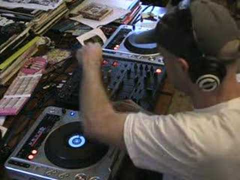 Dj Tutorial, Video 4, The loop function of a Pioneer CDJ-800 turntable