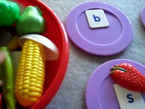 Toddler-Reading. Food sounds