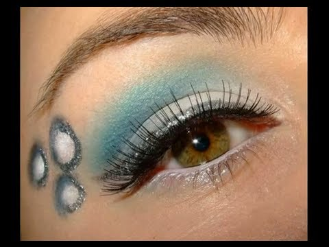 Icy Winter Holiday Make up look