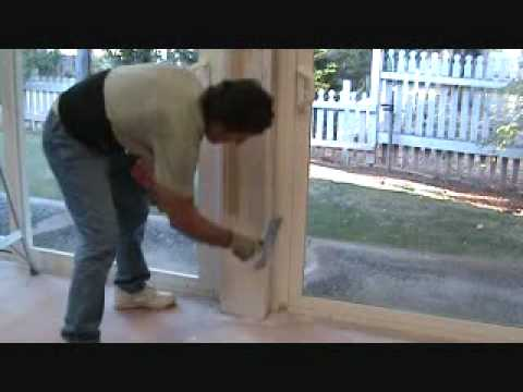 Applying sheetrock mud to a column