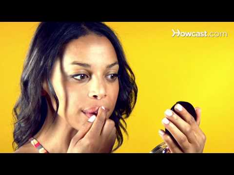Quick Tips: How to Make Your Lips Look Plumper