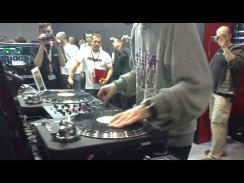 Frankfurt Musikmesse 2010 scratch Turntabalist in da mix!