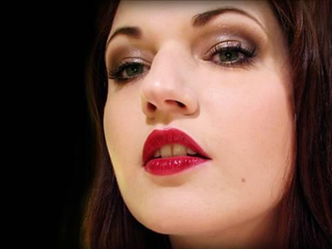 Fall 2009: Smokey Browns Berry Lips Makeup Tutorial