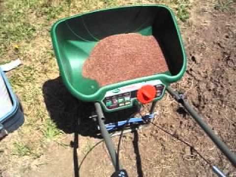Callibrating the grass seed spreader for sowing linseed