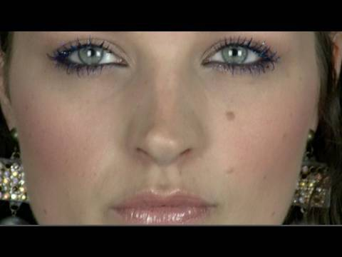 SIMPLE MAKE-UP WITH SPARKLY LASHES