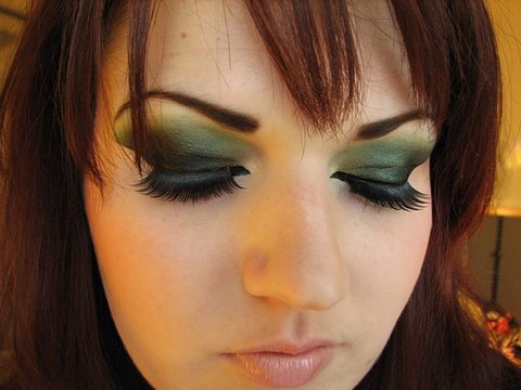 Arabic Makeup: Green eyes dramatic eyeliner