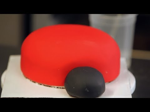 Kids' Birthday Cakes / How to Make a Ladybug Cake: Prepping the Fondant 3/3
