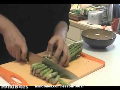 Preparing and cutting vegetables for sushi