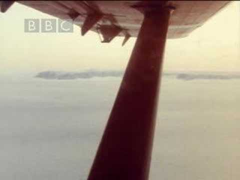 Michael Palin reaches the South Pole - BBC
