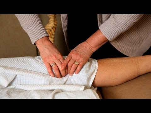 How a Chiropractor Treats Knee Pain