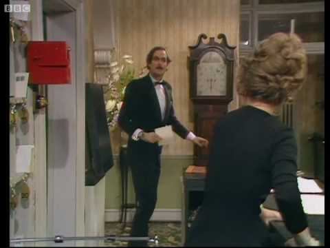 Basil changes the menu - Fawlty Towers - BBC