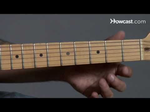 How to Play Guitar: Beginners / Tuning to Drop D