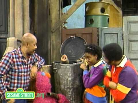 Sesame Street: Snuffy Finds Fluffy