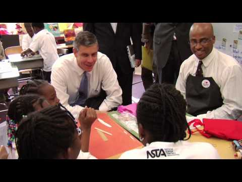 Secretary Duncan Participates in National Lab Day