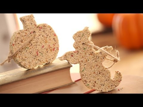 Halloween Birdseed Ornaments: How to Make || KIN PARENTS