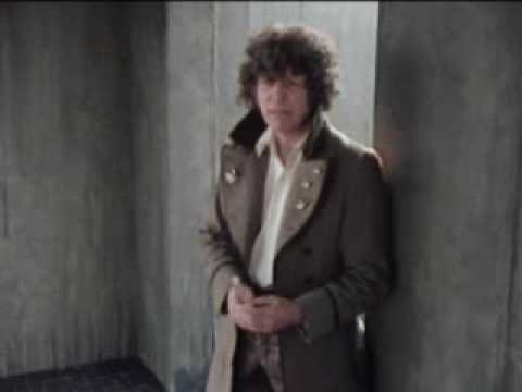 The doctor battles Kroll - Dr Who - BBC sci-fi