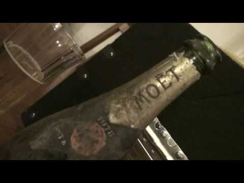 MOET & CHANDON  CHAMPAGNE Vintage 1978 opened 15th May 2009