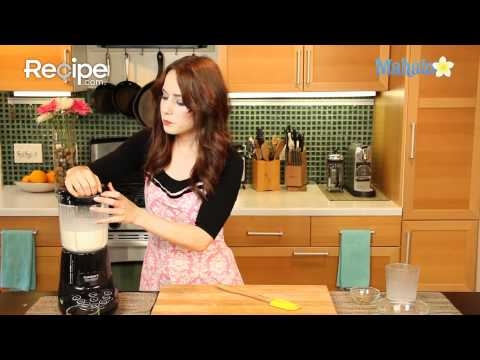 How to Make a Peanut Butter Banana Smoothie