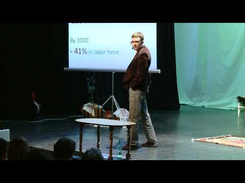 TEDxChisinau -  Alexandru ZGARDAN - What Moldovans have in common with sea turtles?
