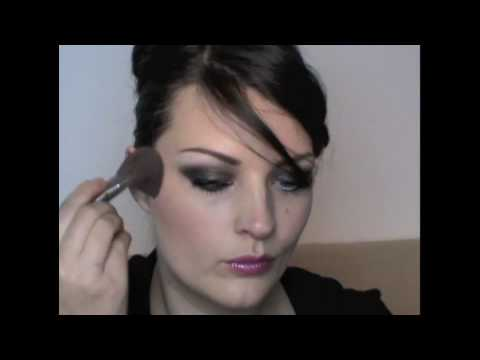 A very quick make-up demo for glasses wearers
