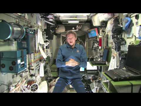 How does food stay fresh on the ISS?