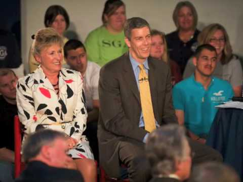 Photos: Secretary Arne Duncan Launches National Discussion on Education Reform -- May 5, 2009