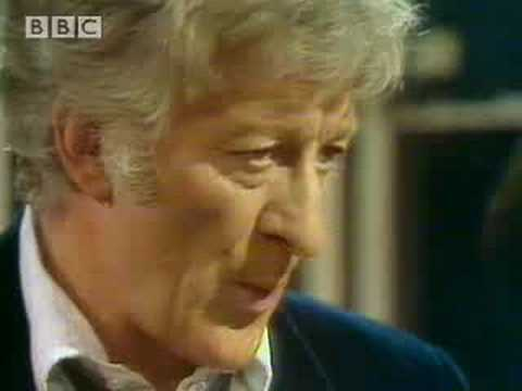 Death by fire extinguisher - Doctor Who  - BBC classic sci-fi