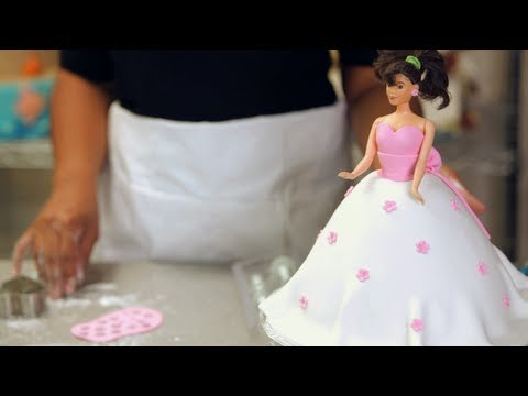 Kids' Birthday Cakes / How to Make a Princess Doll Cake: Decorating 3/4