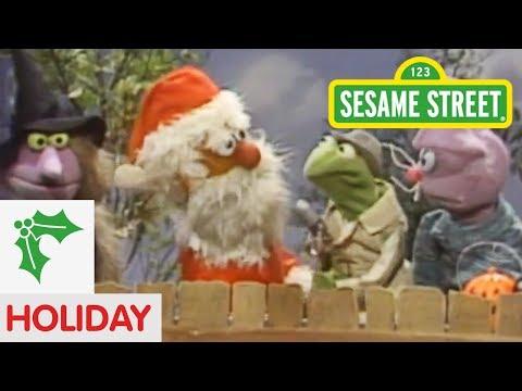 Sesame Street: Kermit News And Santa Claus